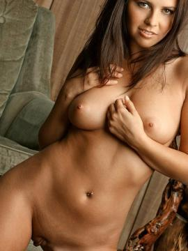 Pictures of a stunning girl naked for you