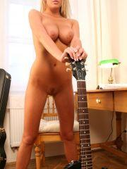 Cum On Eileen gets naked with her guitar
