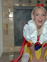 Pictures of Dream Kelly in a snow white costume