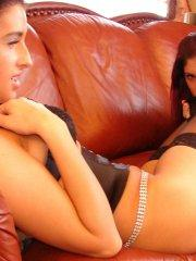 Pictures of Eva Luxuria eating pussy on the couch