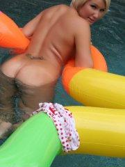 Pictures of Jayda Brook going for a nude swim