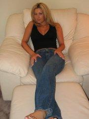 Pictures of teen amateur Kelsey XXX teasing in her jean