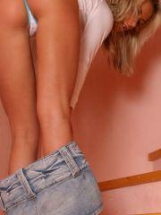 Pics of teen babe Mandy Lightspeed showing off her sexy legs
