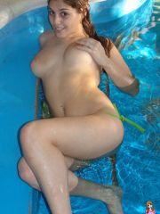 Pictures of Mariah Spice going for a nude swim