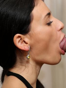 brunette kate-rich blowjob