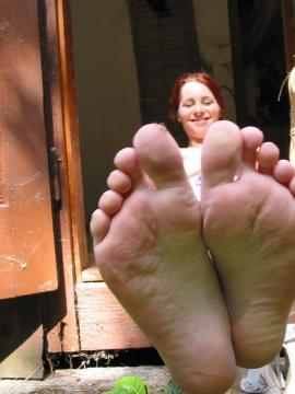 Piper takes off her shirt and shows off her feet