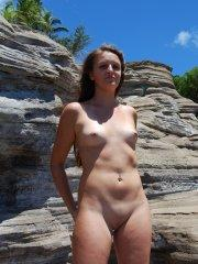 Pictures of Piper Fox totally nude outside