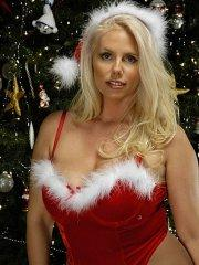 Pictures of Sexy Karen giving you her boobs for xmas
