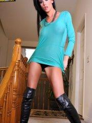 Pictures of Tanya James spreading in her boots