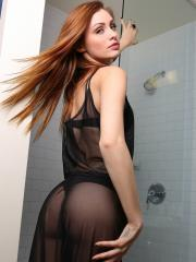 Hot girl Taylor Wynn gets wet for you in the shower